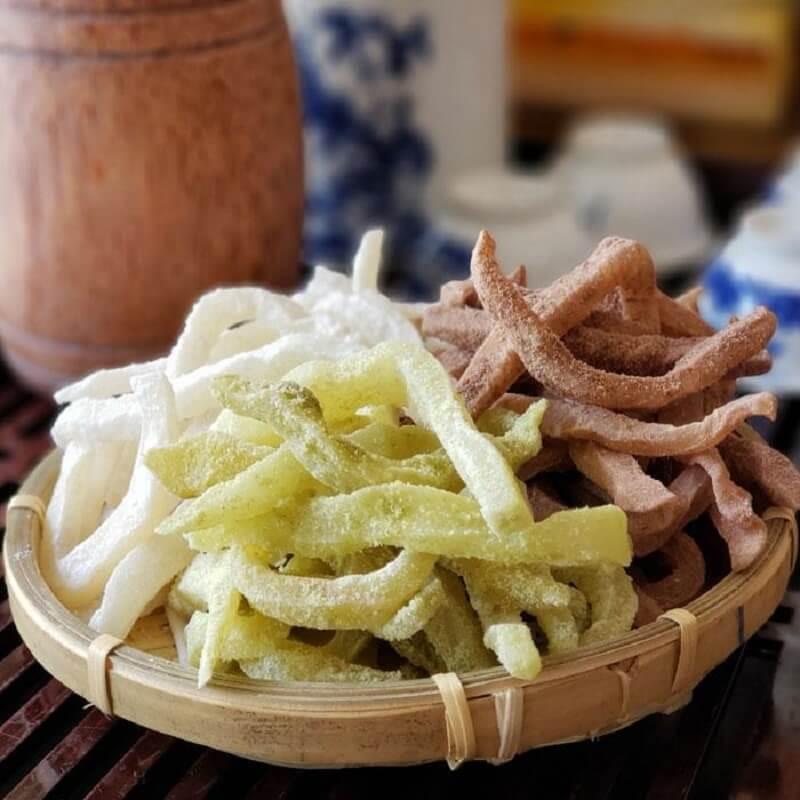 Mứt dừa non có 3 vị chính: Truyền thống, lá dứa và cacao